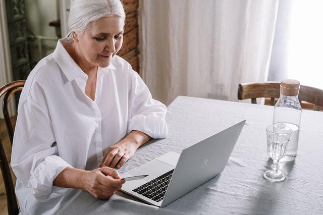 Gehoorproblemen voorkomen? Doe een gehoortest online!